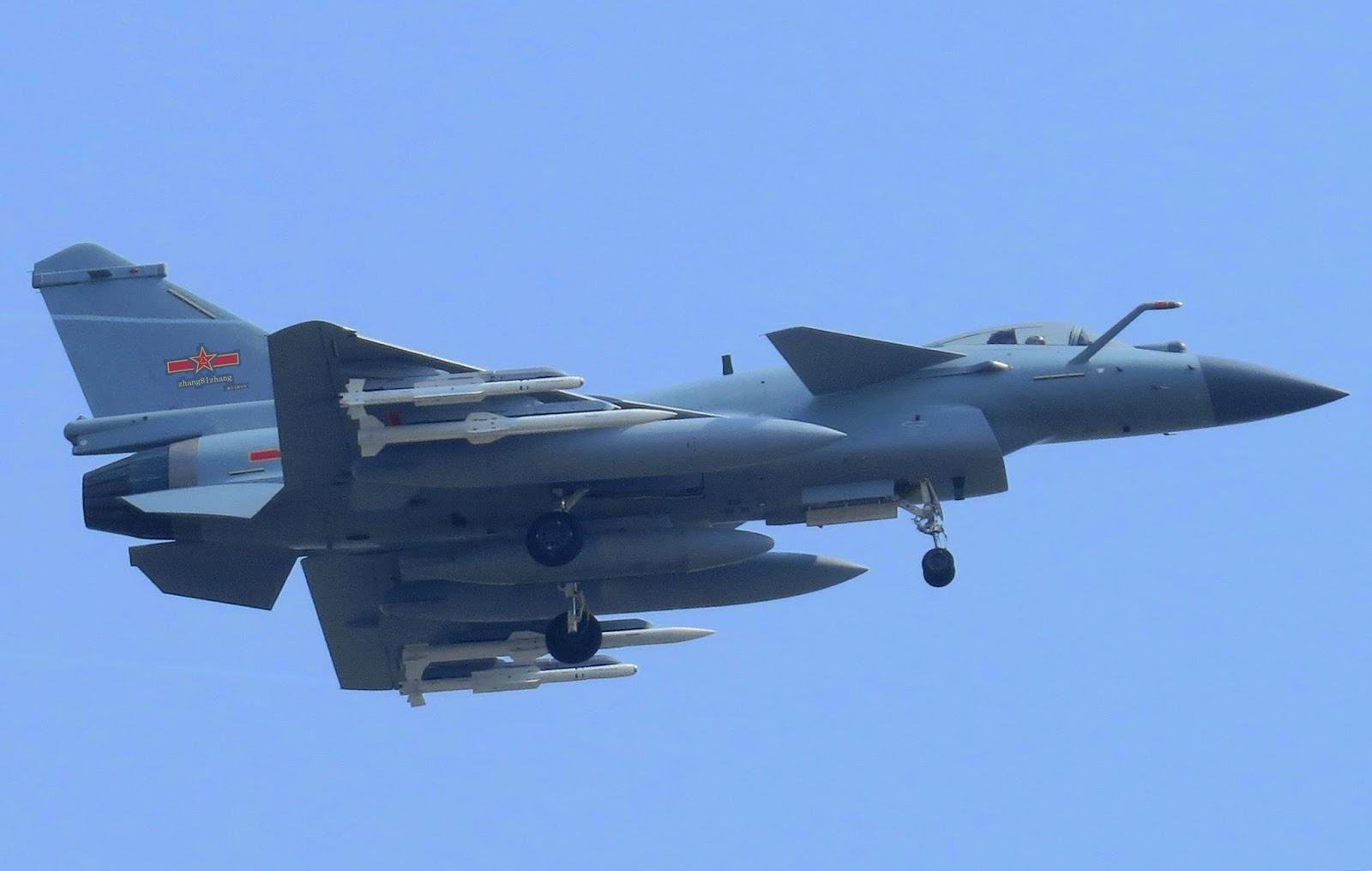 Caça chines J-10 C é flagrado com mísseis ar-ar de quinta geração