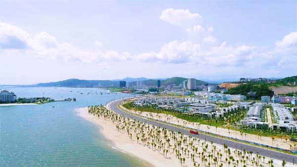 Bờ biển Hạ Long