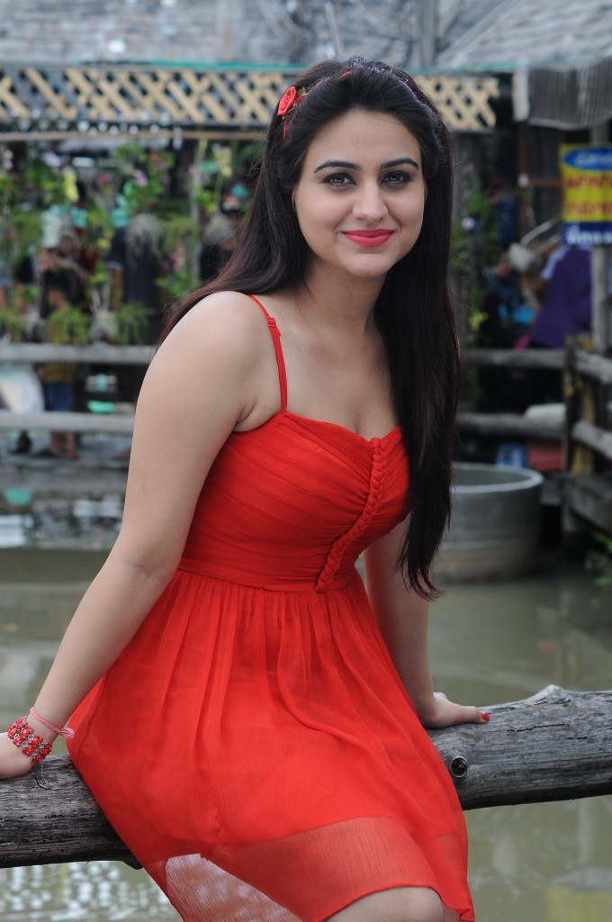 Aksha sexy show in red