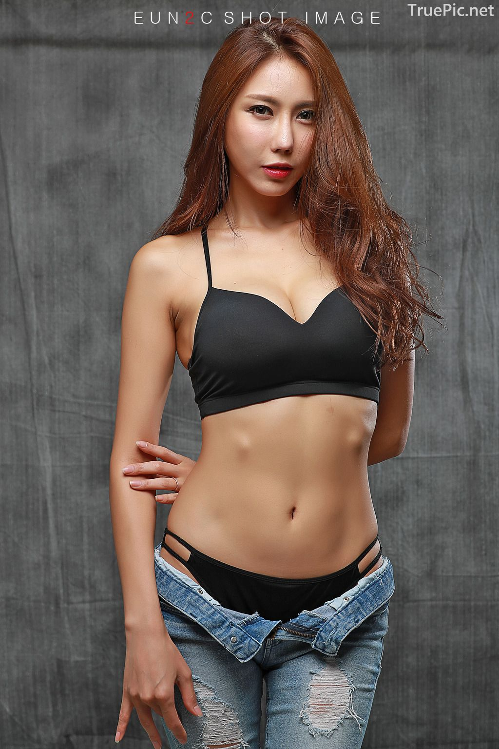 Image-Korean-model-Choi-Ye-Rok-Back-Lingerie-and-Jean-TruePic.net- Picture-7