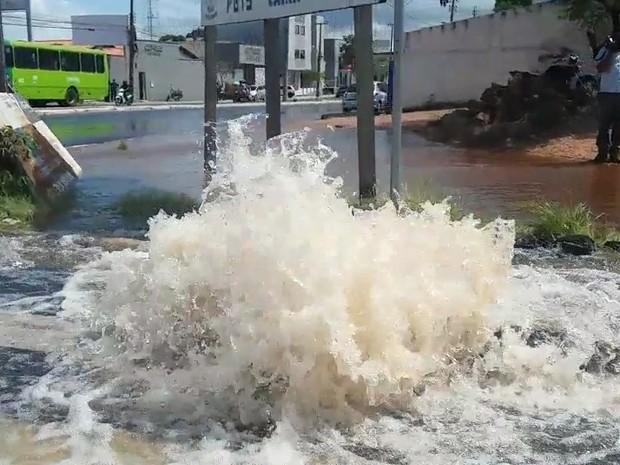 Denuncia: Desperdício de água em Sobral causa indignação em moradores
