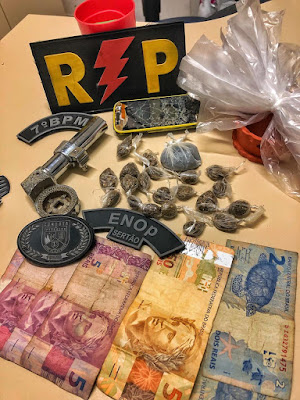 Em Santana do Ipanema, polícia prende jovens com drogas, dinheiro, simulacro de arma de fogo, embalagens plásticas e  celular