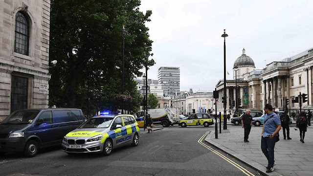 Trafalgar Square closed off after UK police find 'suspicious item'