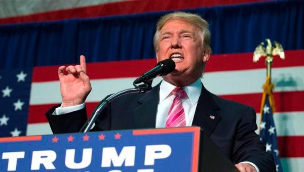 Trump y Clinton se acusan de vínculos con el Ku Klux Klan