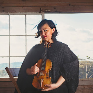 Michi Wiancko  with violin