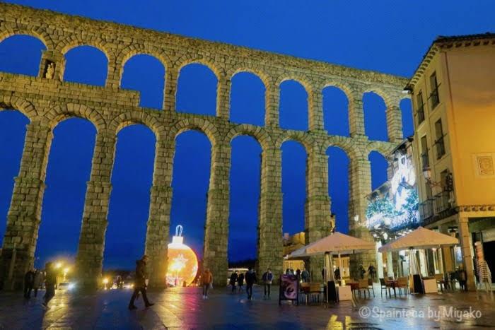 Segovia 世界遺産セゴビアのローマ水道橋とクリスマスイルミネーション