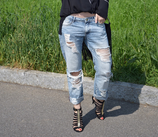 boyfriend ripped jeans how to wear boyfriend ripped jeans how to combine boyfriend ripped jeans april outfit spring outfit mariafelicia magno fashion blogger color block by felym fashion bloggers italy italian fashion bloggers
