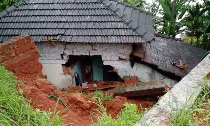 Malappuram, News, Kerala, Death, House, Children, Accident, Rain, 2 children died when house collapsed in Malappuram