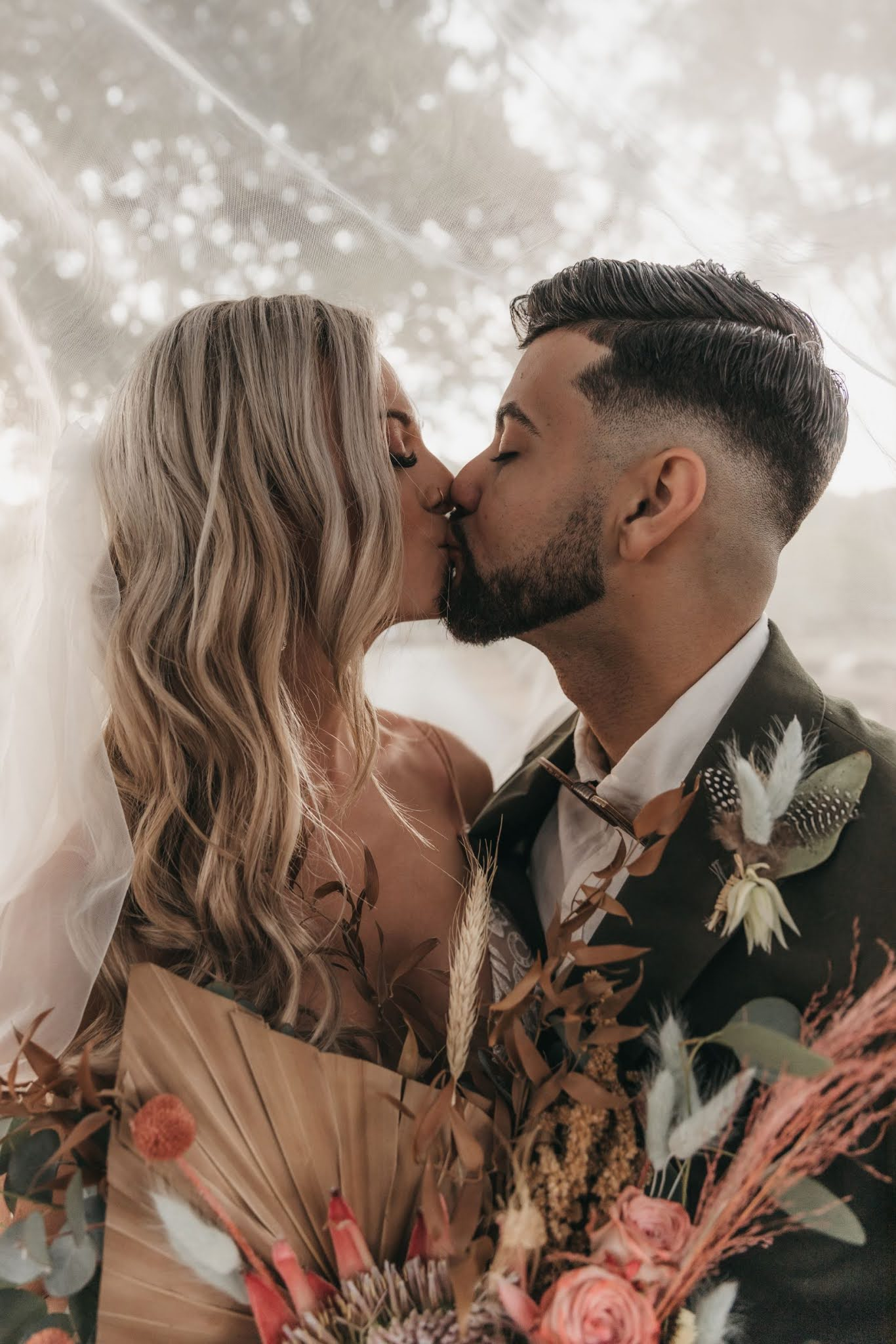 REAL WEDDING: BEC + JOHNO | MODERN AND EARTHY RIVERWOOD WEDDING GOLD COAST QLD