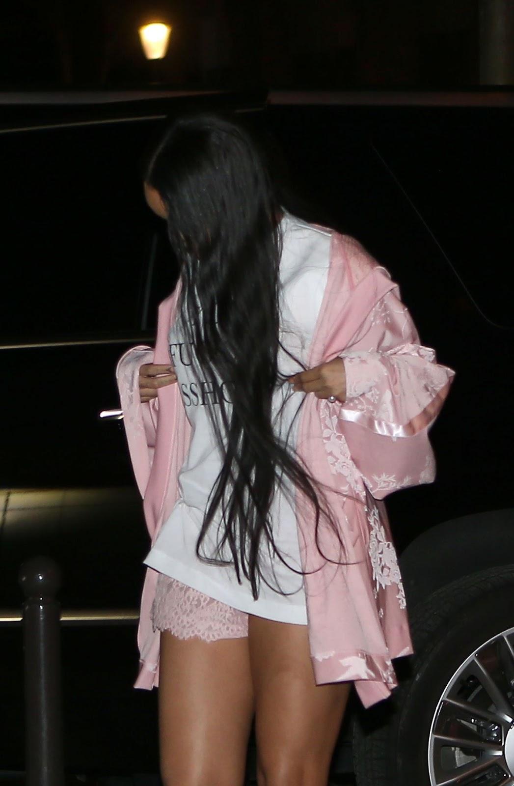 Rihanna Show Off Her Legs