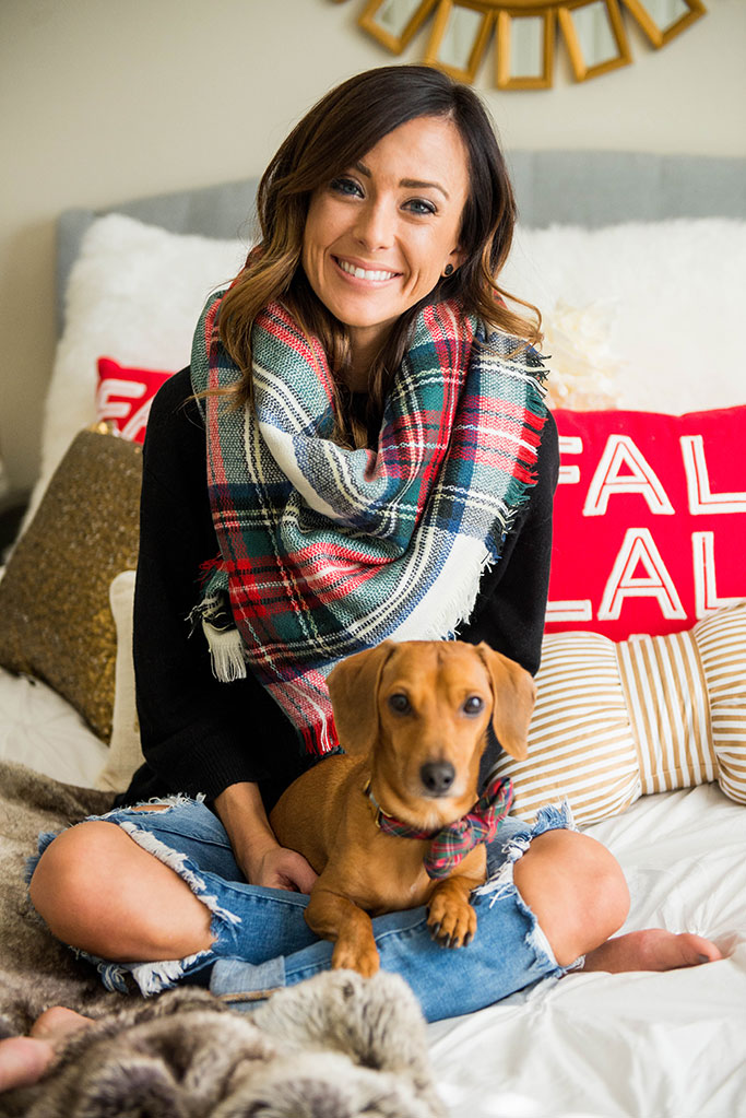 video tutorial, how to video, blanket scarf, plaid scarf, dachshund, how to tie a blanket scarf, how to wrap a blanket scarf, how to wear a blanket scarf, asos blanket scarf, square scarf, scarf, plaid scarf