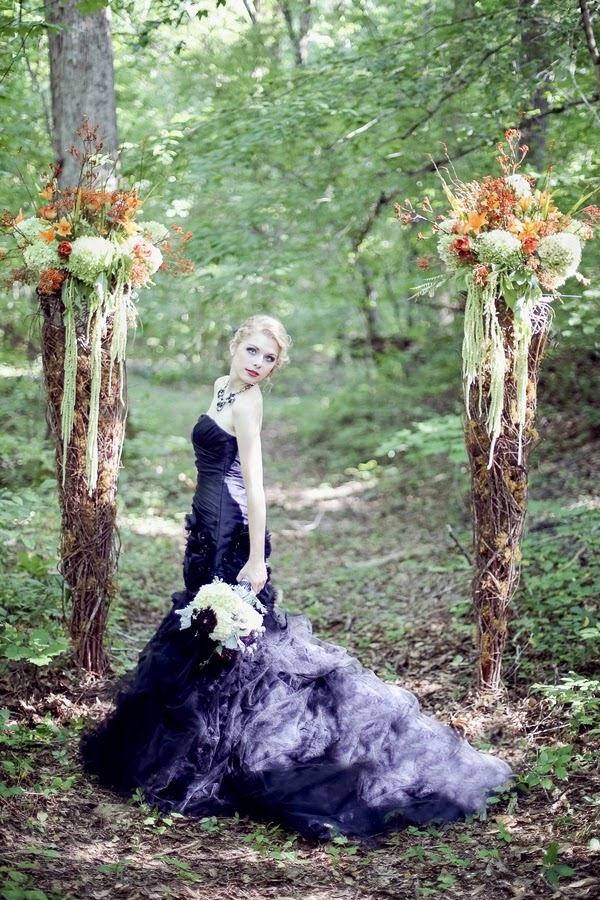 bride+groom+orange+green+violet+purple+lavender+black+halloween+wedding+october+fall+autumn+goth+gothic+day+of+the+dead+dia+de+los+meurtos+nuptials+cake+dessert+table+bridesmaid+bouquet+skeleton+skull+noir+studio+11 - The Other Side
