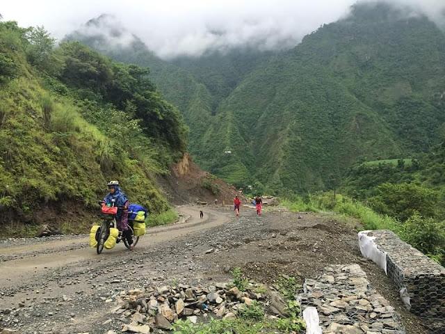 Pengalaman Ustazah Adilah mengayuh basikal di Kaki Gunung Tertinggi di Dunia pastinya satu pengalaman yang sukar untuk dilupakan