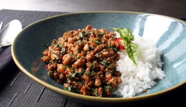 Thai Basil Chicken (Easy Gai Pad Krapow) #chicken #recipes