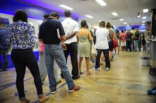 http://vnoticia.com.br/noticia/1285-pessoas-enfrentam-filas-no-primeiro-dia-de-saque-do-fgts-de-contas-inativas