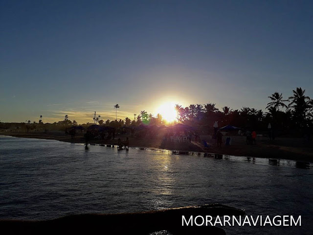 Pôr do sol na praia de Ipitanga