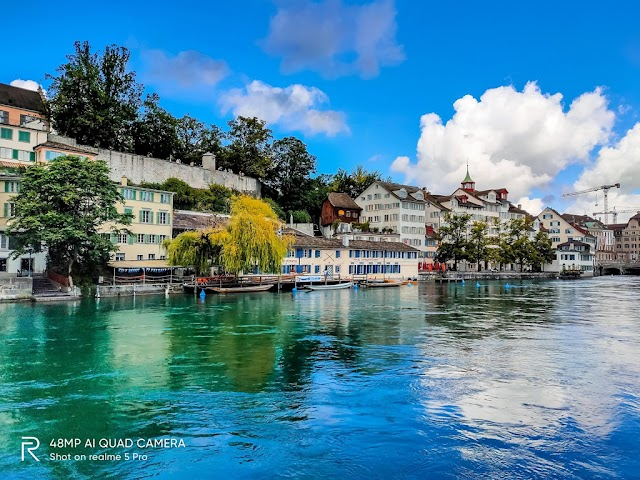 A day to experience the poetic scenery by Limmat, Zurich