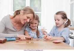 Apakah Salah Mengajarkan Anak Mengenai Uang?