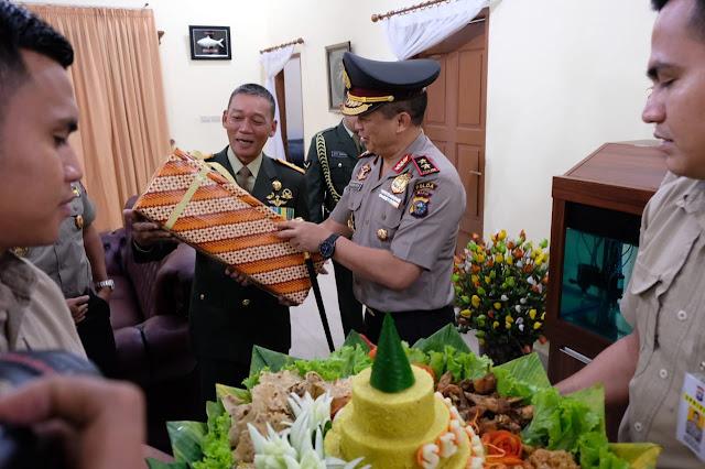 Kapolda Riau Sambangi Kediaman Danrem 031/WB