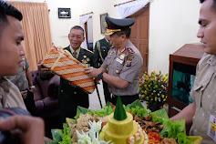 Kapolda Riau Sambangi Kediaman Danrem 031/WB, Ini yang Dibawa