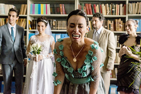 De Perto Ela Não É Normal  Confira o trailer da comédia nacional