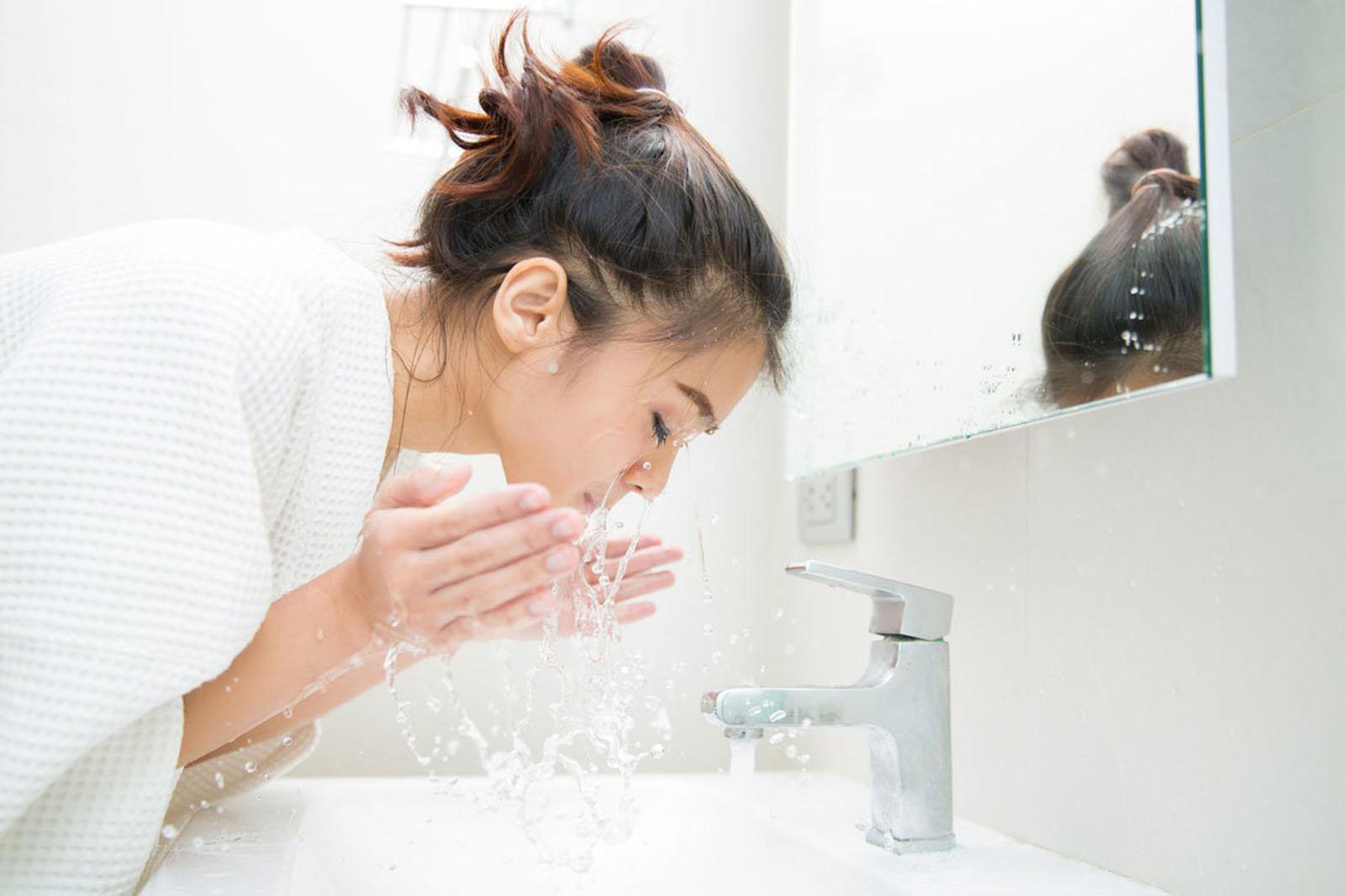 faut il se laver le visage le matin