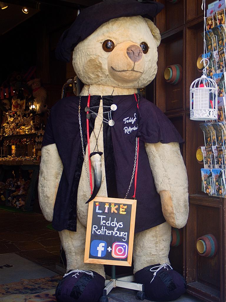 #262 M.Zuiko Digital 14-42mm 1:3,5-5,6 – Riesenteddybär zur Kaufanimation