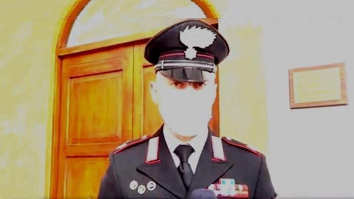 Carabiniere fuori servizio arresta rapinatore in flagrante - video