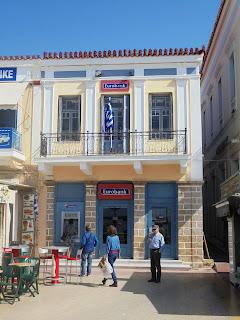 το κτίριο της Eurobank στην Αίγινα