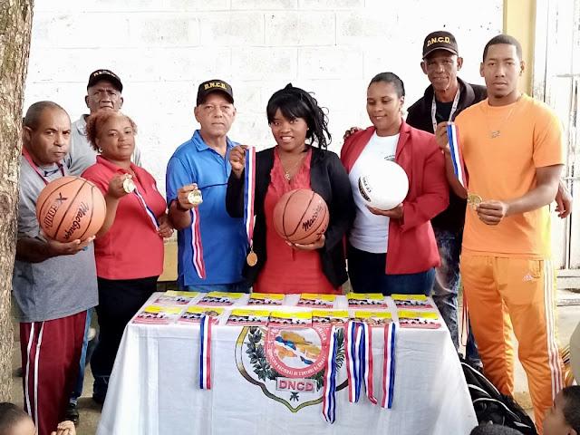 """Programa preventivo deportivo """"Escuela sin drogas"""" llega al Centro Educativo Rosario de la Rosa en Yamasá"""