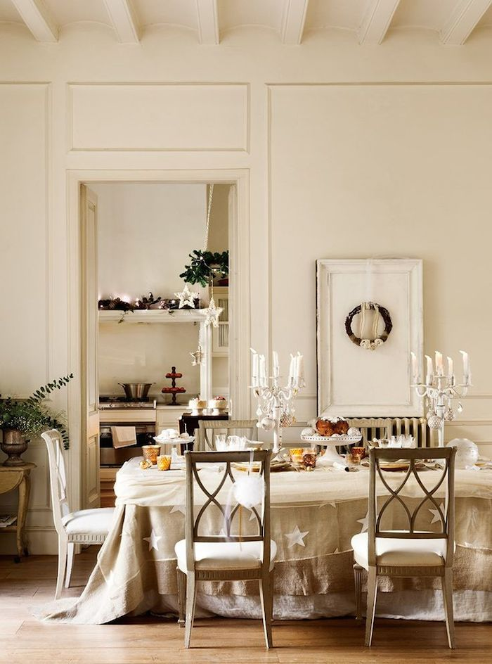 Romantic French Christmas dining table and decorations #FrenchChristmas #Paris Christmas