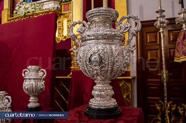 Así es la nueva saya de salida donada a Nuestra Señora de la Esperanza Coronada de Huelva