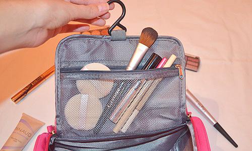 compartimentos y asa del neceser de maquillaje profesional