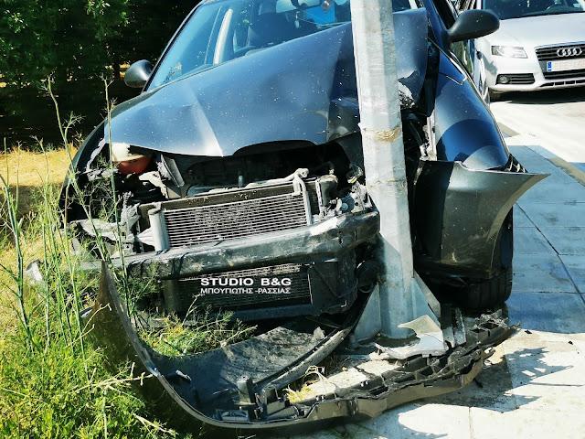 Ναύπλιο: Σφοδρή πρόσκρουση αυτοκινήτου σε κολόνα της ηλεκτροφωτισμού