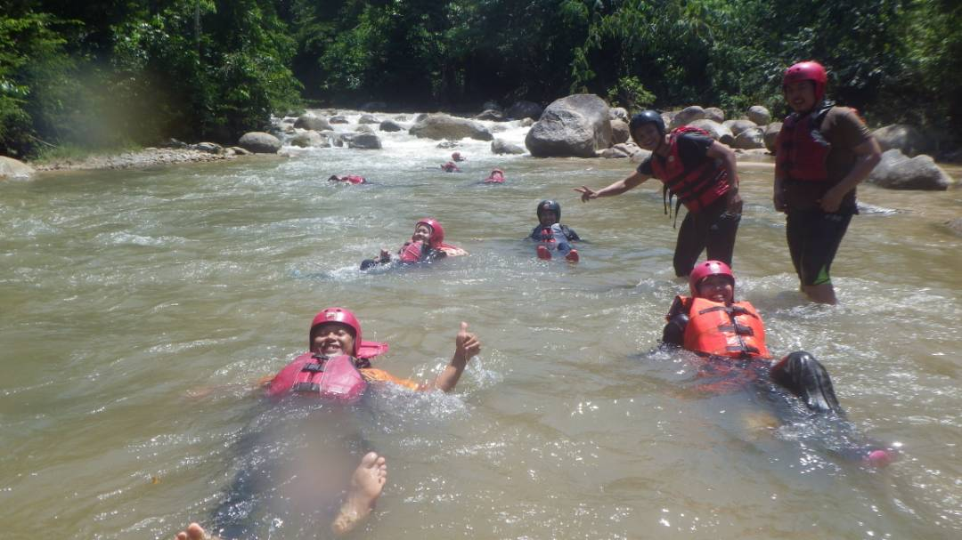 White water rafting in Ulu Slim River, Malaysia - Ummi Goes Where?
