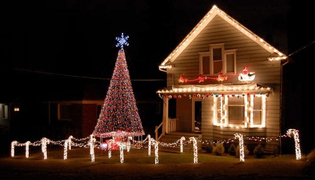 Novedosas fachadas y exteriores para navidad dise o de for Adornos navidenos para exteriores