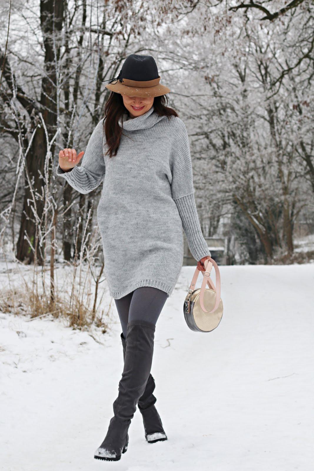 f14edcbdb1 ZImowa stylizacja   swetrowa sukienka oversize i buty za kolano ...