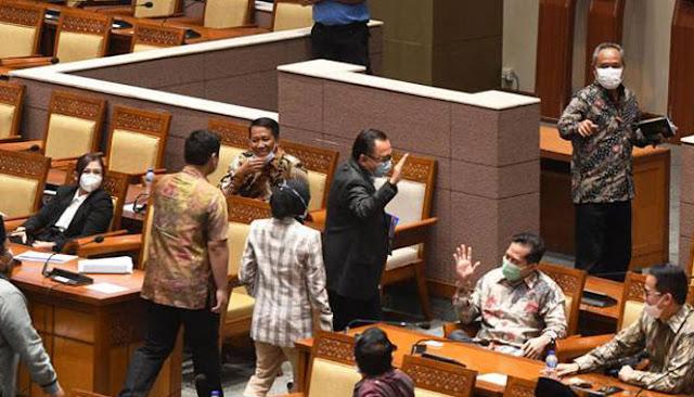 Anggota DPR Tak Diberi Salinan Fisik RUU Cipta Kerja saat Paripurna
