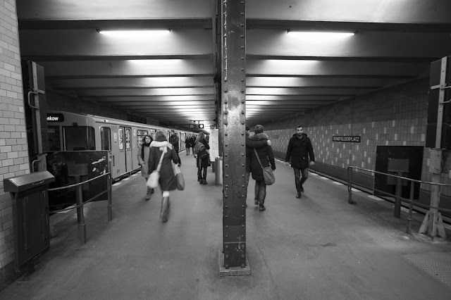 Metro per Fleischerei su Torstrasse-Curry wurst-Berlino