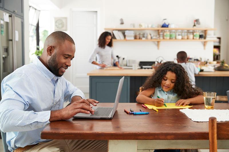 COVID-19: Home Office se torna o modelo de trabalho mais utilizado. Como conciliar com a vida familiar?