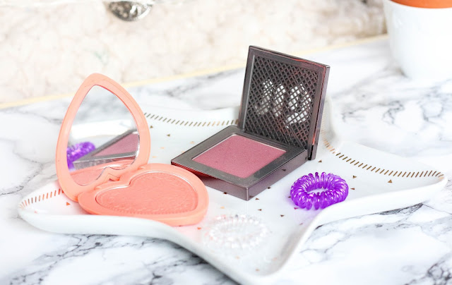 After Glow d'Urban Decay, Love Flush Too Faced, blush longue tenue
