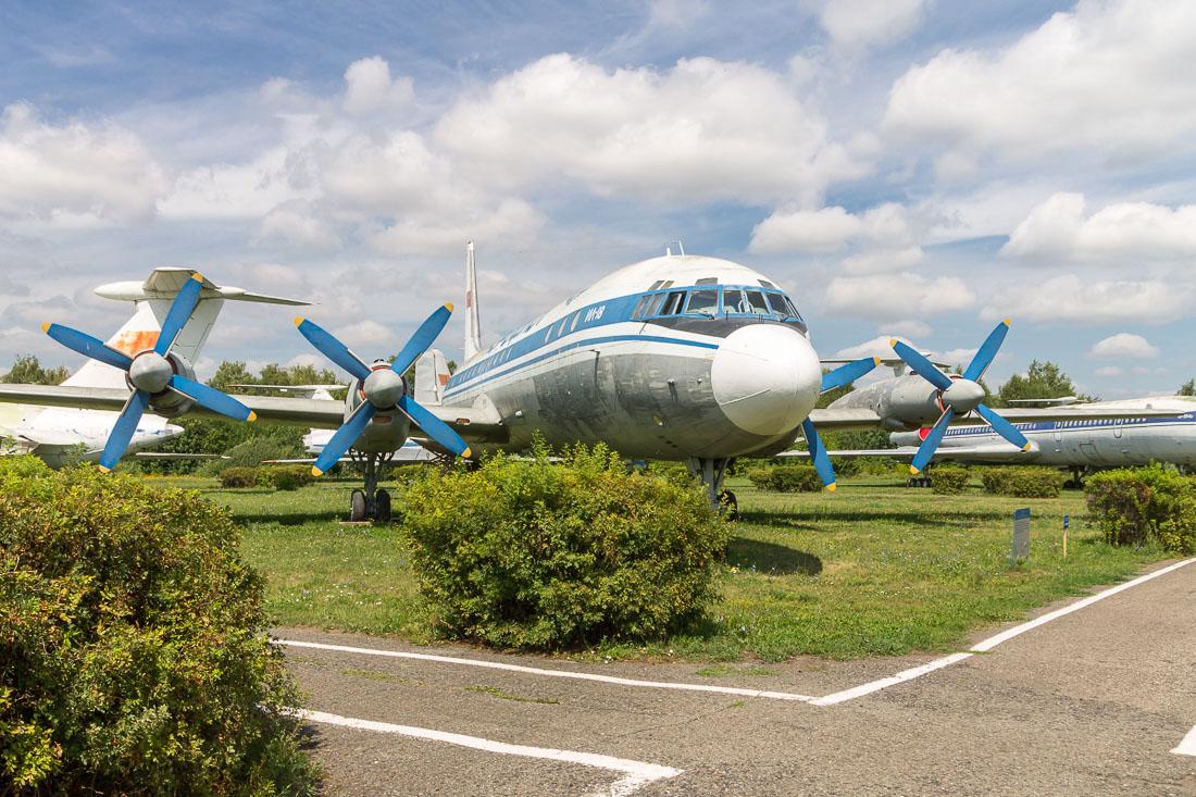 Самолёт Ил-18