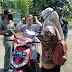 Aparat Gabungan Razia Masker Di Pasar Karangkemiri Cilacap