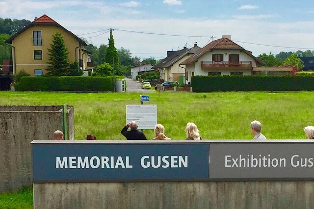 """""""Des maisons très proches du mémorial Gusen"""""""