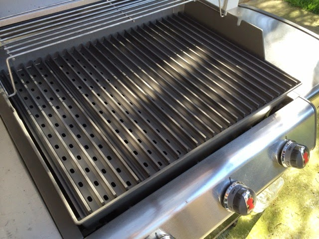 grilling grate with grillgrate the grate debate go on top or replace with grillgrates. Black Bedroom Furniture Sets. Home Design Ideas