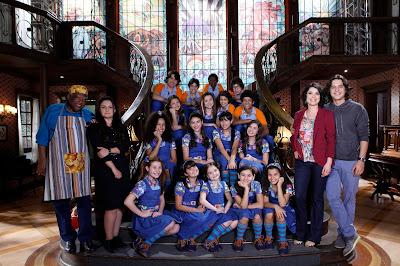 Na foto: parte do elenco de Chiquititas no Orfanato Raio de Luz. Crédito: Lourival Ribeiro/SBT