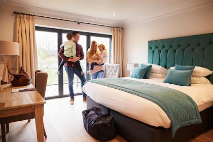 Ingin Berlibur Bersama Keluarga Tapi Waktu Terbatas? Staycation di Hotel Aja, Yuk!