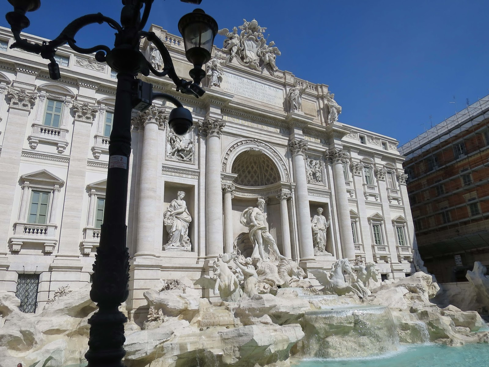 trevi fountain rome uk travel blogger