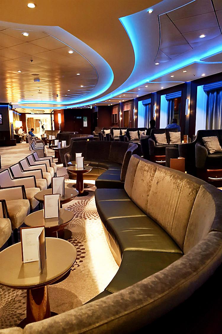 Ein der Bars an Bord der Mein Schiff 5 von Tui Cruises | Arthurs Tochter kocht. Der Blog für Food, Wine, Travel & Love von Astrid Paul
