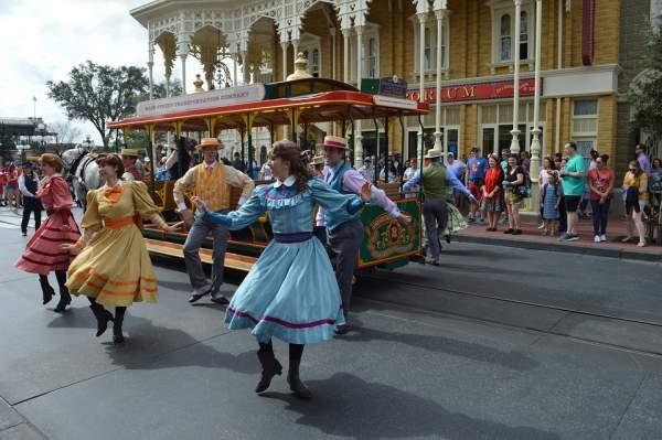जानिए डिज्नीलैंड से जुडी कुछ अनोखी रोचक बातें | 18 Crazy facts about Disneyland in Hindi